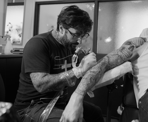 alvaro-flores-tattooer